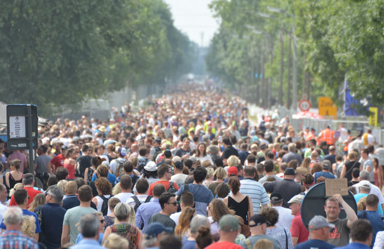 A kritikus tömeg és a nagy számok törvénye