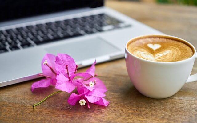 Otthoni munka egészséges kávéval